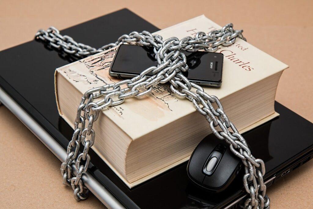オンラインストレージのセキュリティ対策は、基本的に堅固